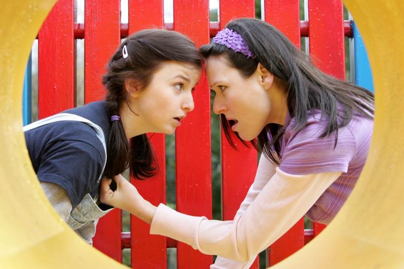 Molly (Ailish Symons) and Florence (Jennifer Barry)
